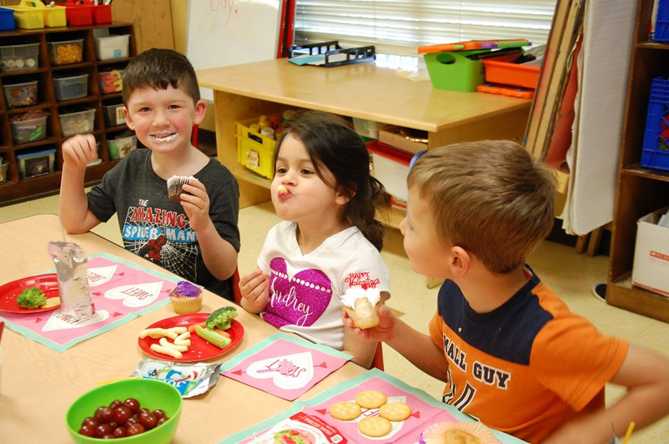 children sitting at a table eating healthy food at a Preschool & Daycare Serving San Antonio, TX